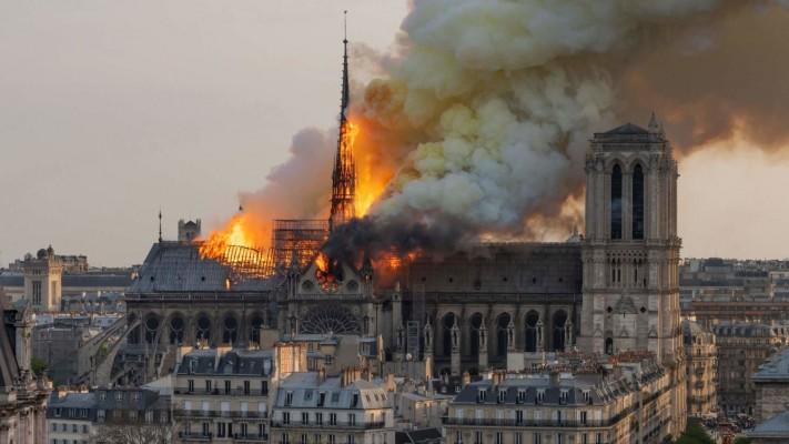 Che impressione ti ha fatto vedere Notre Dame in fiamme?
